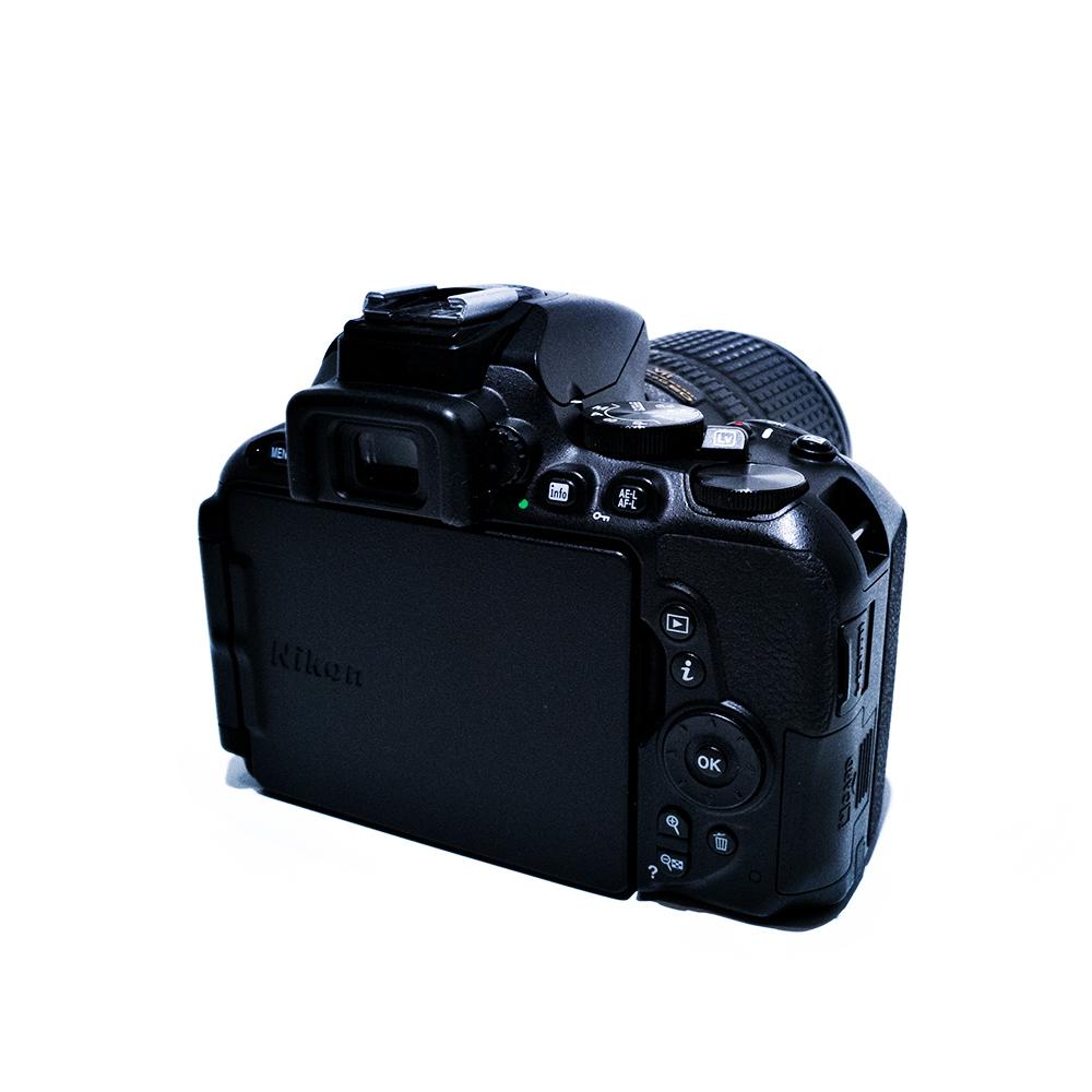 Nikon D5500 hinten geschlossen